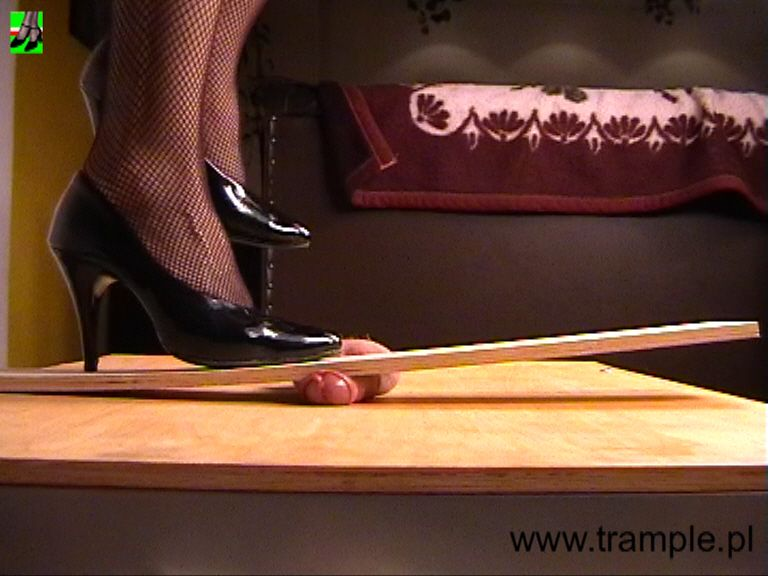 Trampling Porn » Popular Videos » Page 1 - FOXPORNS. COM